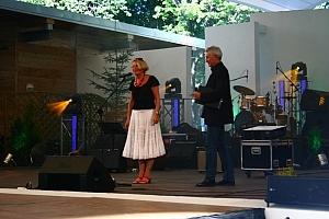 Dyrektorka Domu Kultury w Ustroniu Barbara Żmijewska otwiera IV Międzynarodowy Silesia Folk & Country Festival