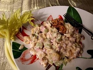 sałatka z selera, orzechów i brzoskwiń
