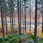 na szlaku do Wodospadu Szklarki - w dole ul. Jeleniogórska