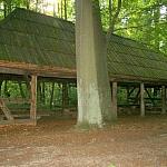 drewniana wiata odpoczynkowa z XIX wieku