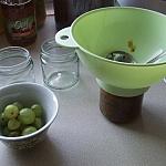 Pakowanie chutneya do słoiczków