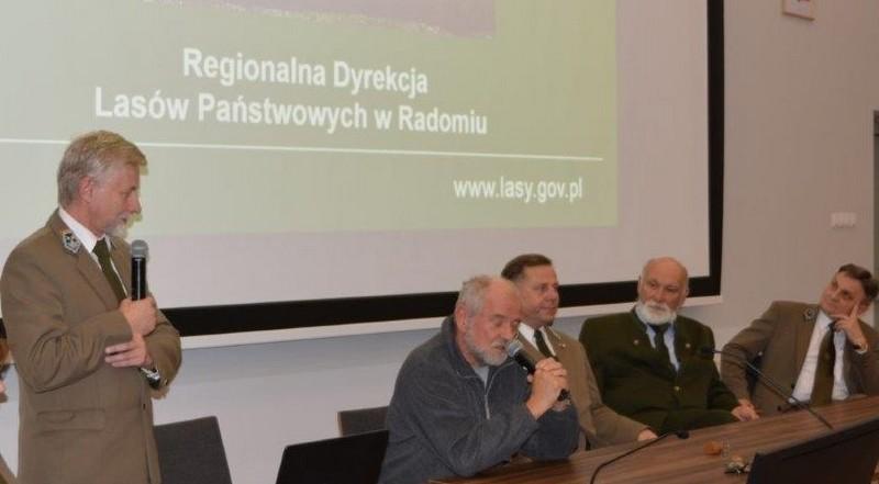 Od lewej: Piotr Kacprzak – Zastępca Dyrektora RDLP w Radomiu, Tadeusz Dyga - tłumacz-leśnik, Jarosław Szałata – Przewodniczący ZLP w RP, Peter Dudas – Przewodniczący EFDSZ, Urban Kolman – Wiceprzewodniczący ZLP w RP